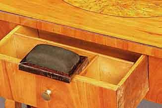 Antikes Möbel