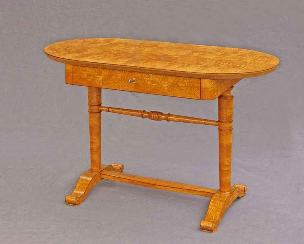 Tisch aus dem Biedermeier